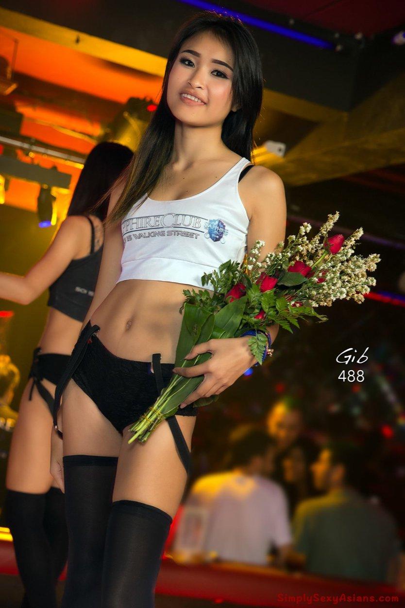 Stunning coyote from Sapphire Club, Pattaya