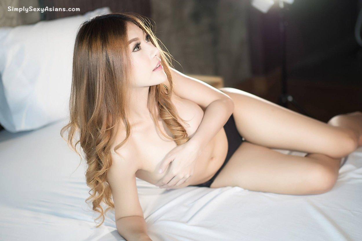 Nirada Guernongkun Hot Photo 079